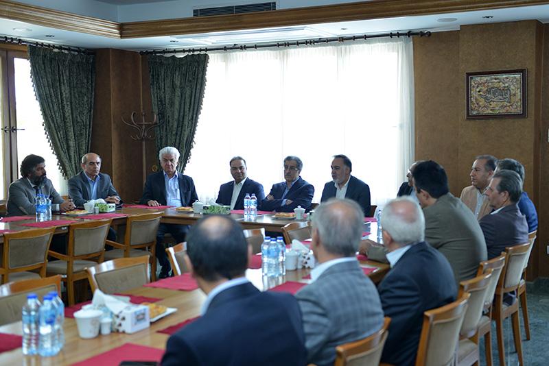 بازدید اعضای هیات رئیسه و هیات نمایندگان اتاق تهران از شهرک بهسازی صنایع چوب