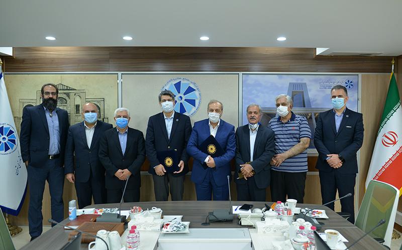 مراسم امضای تفاهم نامه موسسه آموزش اتاق تهران با انجمن روابط عمومی ایران