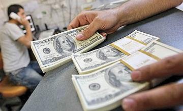 دلار رو به کاهش گذاشته است؟