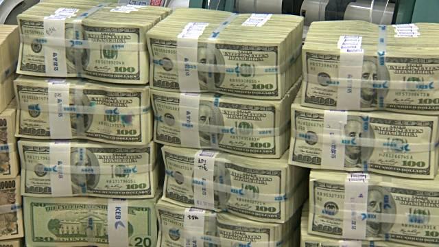 اقتصاددانان از آینده دلار میترسند