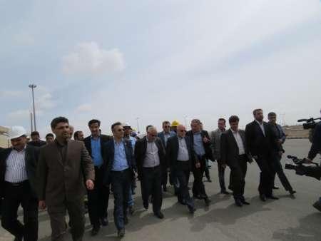 بازدید وزیر نفت از تاسیسات ذخیره فراورده های نفتی حاشیه شهر بیرجند