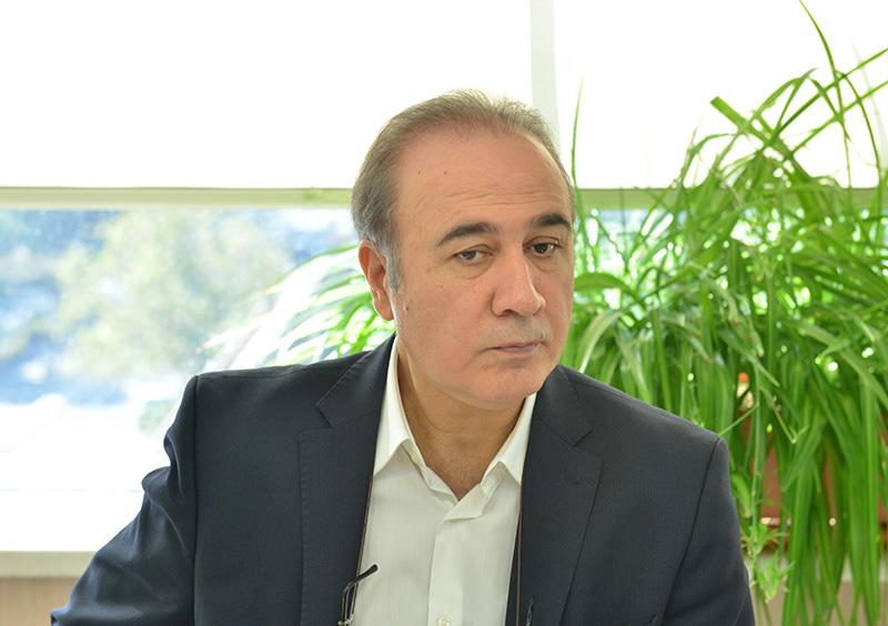بی برنامگی وزیر ارتباطات برای تولید سخت افزار