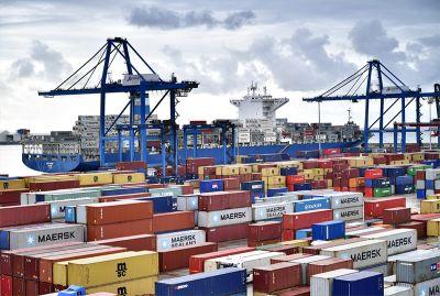 خدمات ویژه صادرات مجدد برای فعالا اقتصادی داخلی و خارجی
