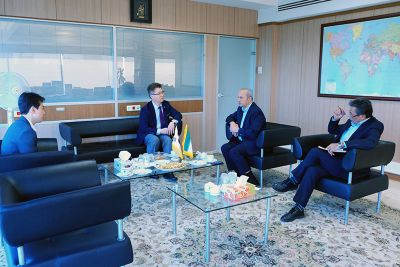 شرکتهای کرهای همکاری خود با ایران را قطع نکردهاند