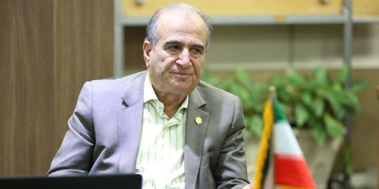 حسن انتظار، بنیانگذار کارخانه اروم آدا از قصه بید مجنون حیاط کارخانهاش و اشتغال میگوید: