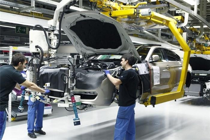 چشم انداز ایفای تعهدات خودروسازها چگونه است؟