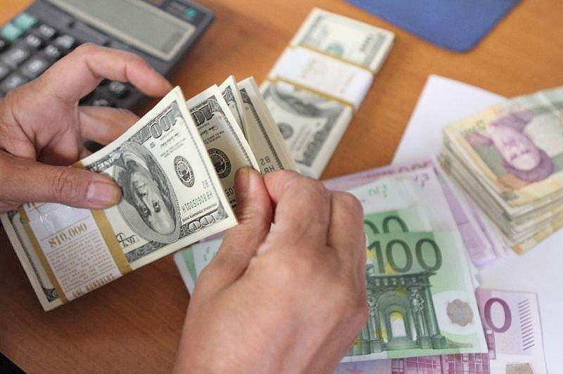 عبور دلار از مرز روانی؟
