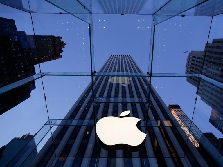 اپل در آستانه دو تریلیون دلاری شدن